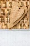 2 деревянных сердца - большого и малого Стоковое фото RF