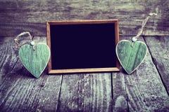 2 деревянных сердца и классн классного Стоковые Фотографии RF