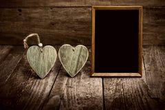 2 деревянных сердца и классн классного Стоковые Изображения