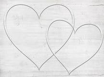 2 деревянных сердца помещенного на белой деревянной доске Стоковое Изображение RF