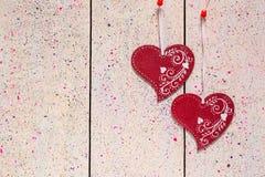 2 деревянных сердца с орнаментом Стоковые Фото