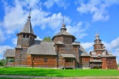 2 деревянных старых церков XIX века в музее деревянной архитектуры в Suzdal, России Стоковые Фотографии RF