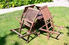 4 деревянных стуль и таблица в природе Стоковая Фотография RF