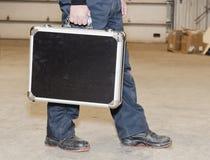 держать наручников бизнесмена портфеля обеспечивает гулять чемодана Стоковое Изображение