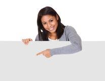 держащ женщину плаката молодым Стоковая Фотография
