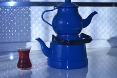 Если чайник хорош, то чай был бы славен, Стоковые Фотографии RF