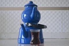 Если чайник хорош, то чай был бы славен Стоковые Фотографии RF