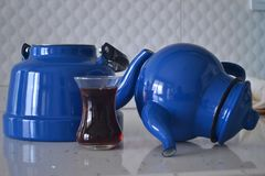 Если чайник хорош, то чай был бы славен Стоковое фото RF