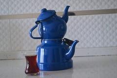 Если чайник хорош, то чай был бы славен, Стоковые Изображения