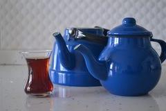 Если чайник хорош, то чай был бы славен Стоковые Изображения RF