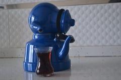 Если чайник хорош, то чай был бы славен Стоковая Фотография
