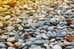 Естественная абстрактная винтажная красочная предпосылка камешков текстура стоковая фотография