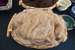 Естественная ватка шерстей. стоковое фото