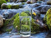 Естественная вода в стекле стоковые изображения