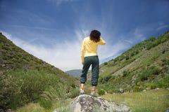 естественная женщина стойки v Стоковая Фотография