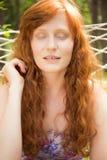 Естественная имбир-с волосами женщина стоковая фотография rf