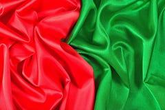 Естественная красная и зеленая текстура ткани сатинировки стоковое фото rf