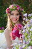 Естественная молодая женщина лета красоты Стоковая Фотография