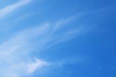 Естественная мягкая картина облаков на предпосылке голубого неба Стоковая Фотография
