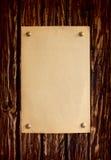 Естественная огорченная деревянная доска с бумагой Стоковые Фотографии RF
