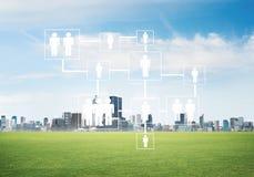Естественная предпосылка с современным полем зеленого цвета городского пейзажа и средства массовой информации взаимодействуют Стоковое фото RF
