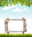Естественная предпосылка с листьями и деревянным знаком Стоковое фото RF