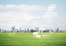 Естественная предпосылка с современным полем зеленого цвета городского пейзажа и средства массовой информации взаимодействуют Стоковое Изображение