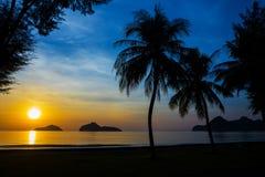 Естественная сцена на пляже Ao Manow во времени восхода солнца Стоковые Изображения