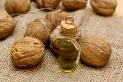 Естественное масло фермера от чокнутых грецких орехов Стоковое фото RF