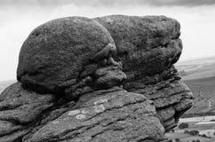 Естественное образование утесов выглядеть как череп в пиковом национальном парке Дербишире Англии района, Европе стоковое фото rf