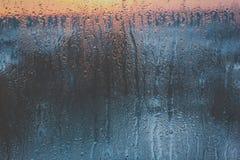Естественное падение воды на стекле Стоковые Изображения RF