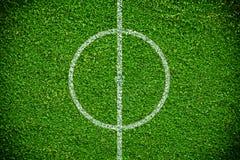 Естественное футбольное поле зеленой травы Стоковая Фотография