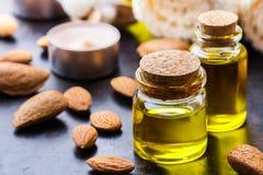 Естественное эфирное масло сладостной миндалины для красоты и курорта Стоковые Изображения