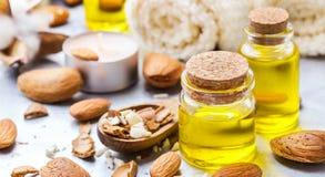 Естественное эфирное масло сладостной миндалины для красоты и курорта Стоковое Изображение RF
