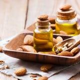 Естественное эфирное масло сладостной миндалины для красоты и курорта Стоковое фото RF