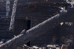 Естественные золы огня с темной серой черной текстурой углей Это огнеопасный черный тяжелый рок Copyspace стоковая фотография rf