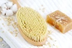 Естественные ингридиенты для домодельной овсяной каши тела Scrub концепция красоты полотенца мыла белая Стоковое Фото