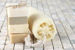 Естественные мыла и люфа Стоковые Изображения RF