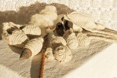 Естественные носки шерстей и инструменты шерстей закручивая Стоковое Изображение RF