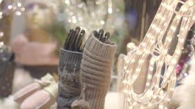 Естественные перчатки шерстей видеоматериал
