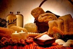 Естественные соли для принятия ванны Aromatherapy в спе релаксации Стоковые Фотографии RF