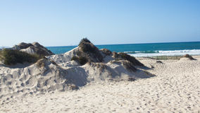 Естественные, старые и защищенные песчанные дюны на атлантическом западном побережье Португалии, Peniche, Baleal Стоковые Фото
