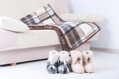 Естественные шерстяные тапочки одеяло Стоковая Фотография RF