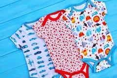 Естественные bodysuits хлопка для newborn стоковые фото