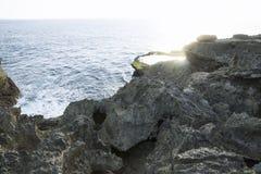Естественный бассейн на ` s дьявола срывает скалу Nusa Lembongan, Бали, Индонезию Стоковое Изображение