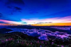Естественный восход солнца захода солнца Phu Thap Boek, горы Phetchabun Небо ландшафта на восходе солнца рассвета захода солнца Н Стоковая Фотография