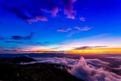 Естественный восход солнца захода солнца Phu Thap Boek, горы Phetchabun Небо ландшафта на восходе солнца рассвета захода солнца Н Стоковое Фото