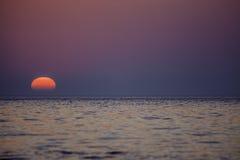Естественный градуированный голубой фиолетовый розовый восход солнца Стоковое Изображение RF