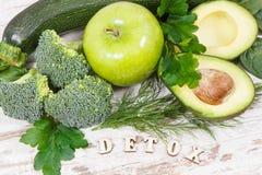 Естественный зеленый фрукт и овощ как витамины и минералы источника, здоровое питание и концепция detoxification стоковая фотография rf