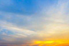 Естественный зеленый цвет ландшафта на предпосылке неба Стоковые Изображения RF